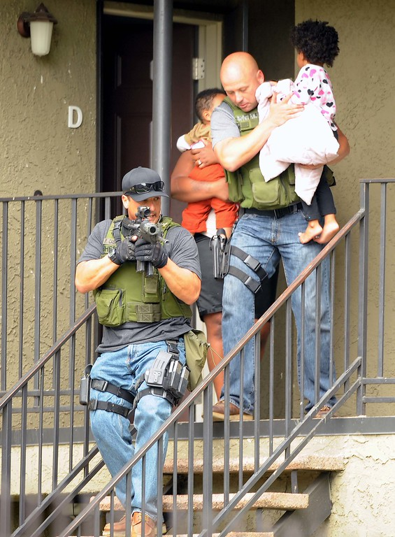 . Deputies evacuate residents from their apartment homes while searching looking for a suspected gunman. (LaFonzo Carter/ Staff Photographer