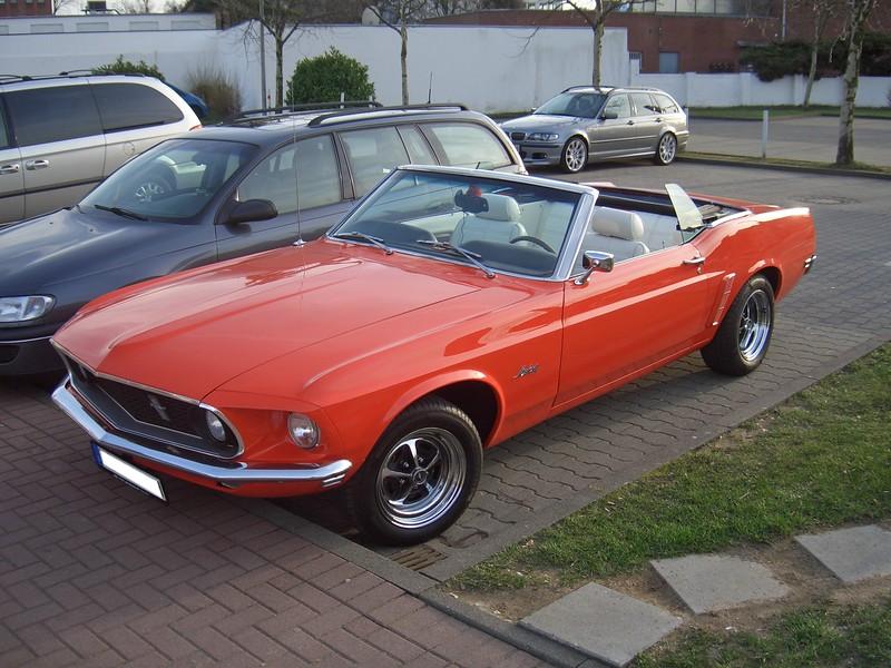 Ford_Mustang_Convertible_Gen1-3_1969_frontleft_2010-03-24_U.jpg