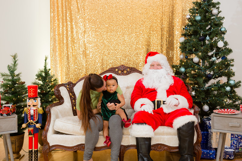 FADS Picture with Santa-177.jpg
