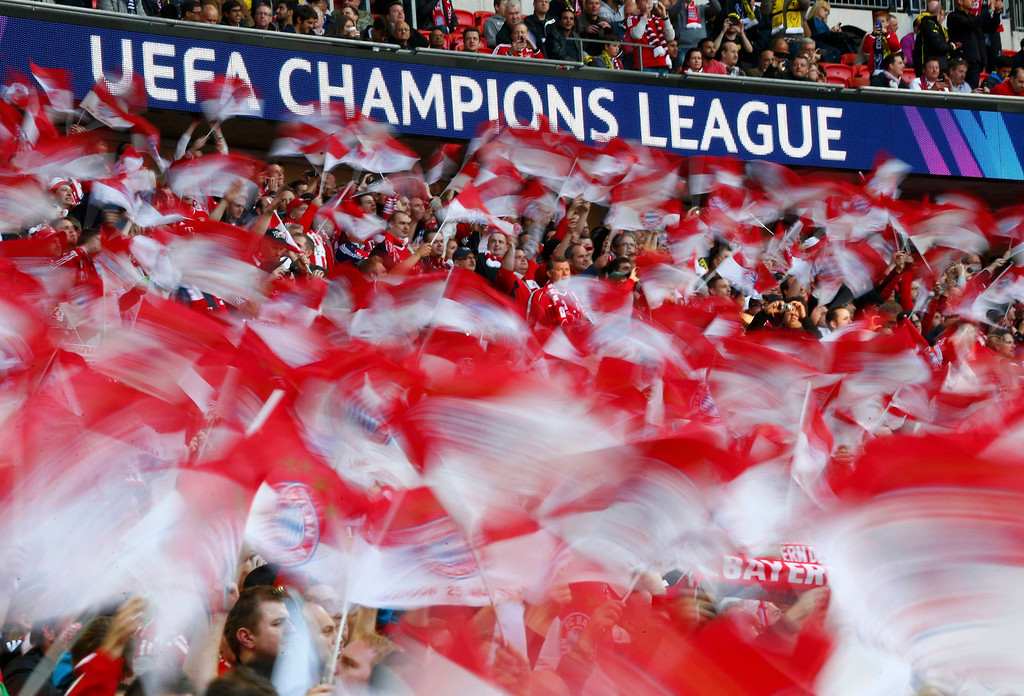 . Bayern Munich fans sing anthems before the Champions League Final soccer match against Borussia Dortmund at Wembley Stadium in London May 25, 2013.       REUTERS/Darren Staples