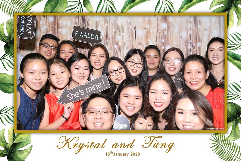 Krystal-Tung-wedding-instant-print-photo-booth-in-Ho-Chi-Minh-City-Chup-hinh-lay-lien-Tiec-cuoi-WefieBox-Photobooth-Vietnam-051.jpg