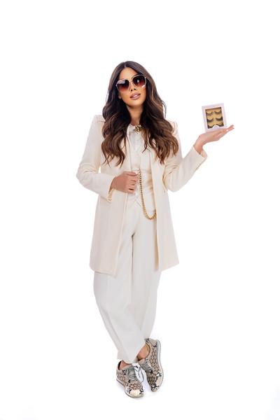 Sara Basrawi / Flake