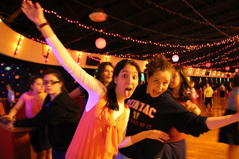 kars4kids_thezone_camp_GirlDivsion_trips_RollerSkating (8).JPG