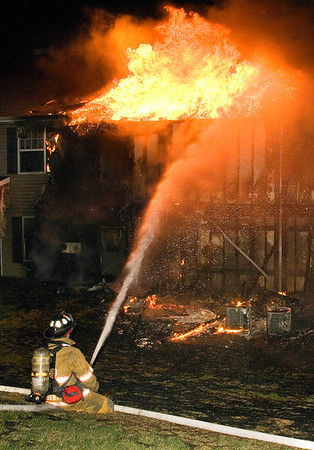 05APRO7-- SPRINGETTSBURY TWP., YORK COUNTY PA - 2nd ALARM MULTI FAMILY STRUCTURE FIRE