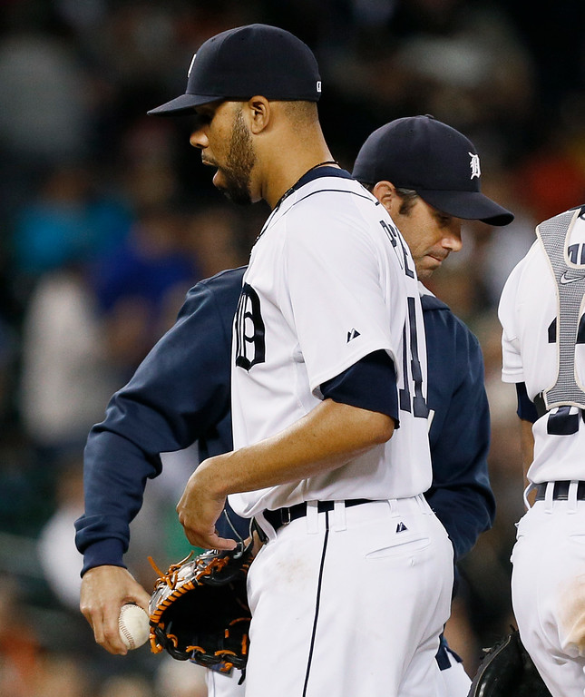 . Detroit Tigers manager Brad Ausmus, right, takes the ball from pitcher David Price in the ninth inning of a baseball game against the Chicago White Sox in Detroit Tuesday, Sept. 23, 2014. (AP Photo/Paul Sancya)