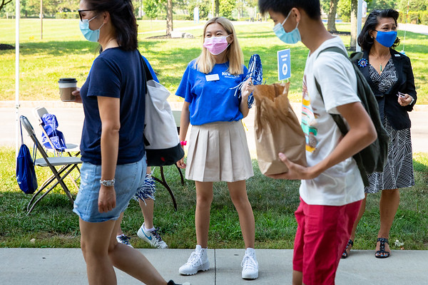 210336 Advancement, Cynthia Khoo-Robinson, student Cailey Shum, Move In, Ellicott Complex
