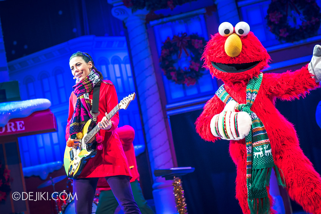 Universal Studios Singapore Christmas 2017 - Oscar's Grouchmas / Kimberly and Elmo