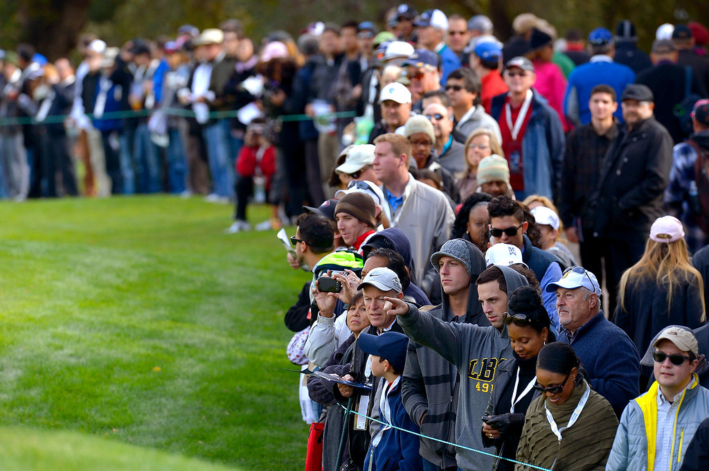 . A large crowd gathers for the final round of the Northwestern Mutual World Challenge golf tournament at Sherwood Country Club, Sunday December 8, 2013, in Thousand Oaks, Calif.(Andy Holzman/Los Angeles Daily News)