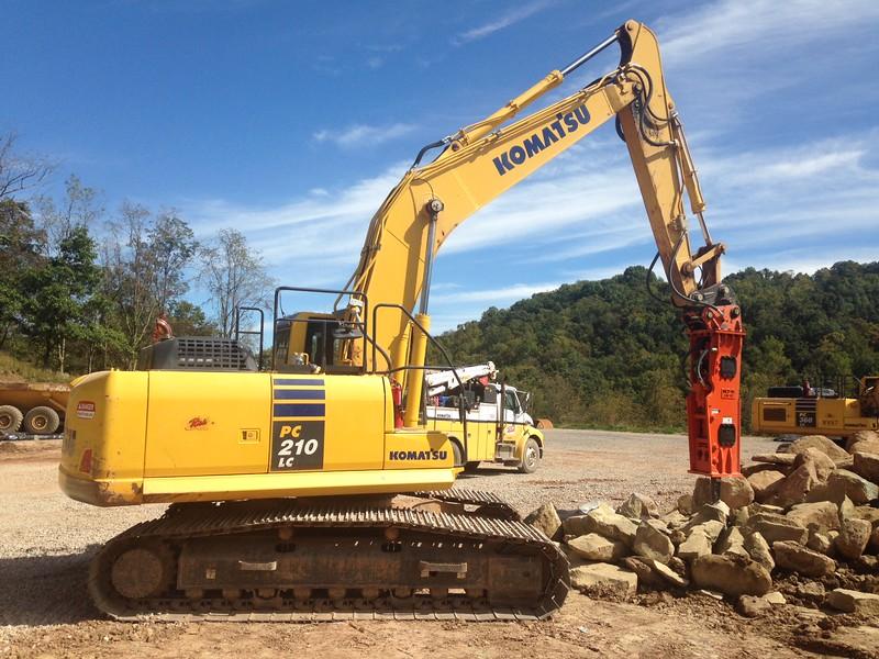 NPK GH10 hydraulic hammer on Komatsu excavator (26).JPG