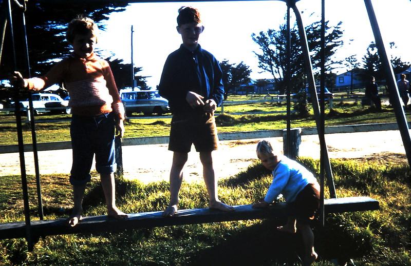 1971-9-5 (18) Susan 6 yrs 1 mth, David 7 yrs 9 mths, Andrew 2 yrs.JPG