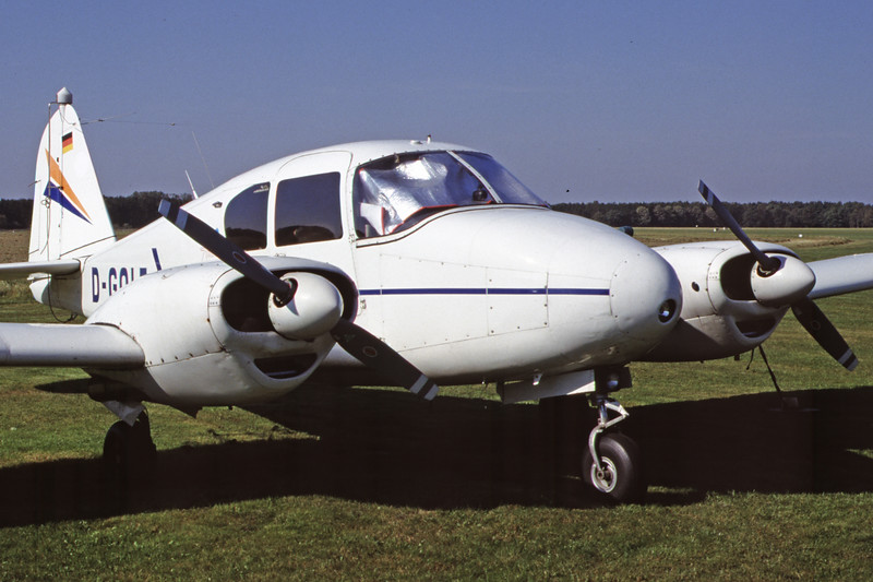 D-GOLF-PiperPA-23-160Apache-Private-EDHE-2000-09-24-JF-26-KBVPCollection.jpg