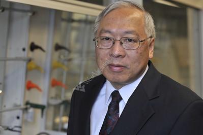 26035 Kung Wang Environmental Portrait