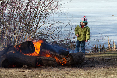 After a long, icy and cold walk around the lake at a nearby park we were happy to find a roaring fire. There's just something about being able to warm up with a fire, with the smell of wood smoke in the air that can make an ordinary day special.