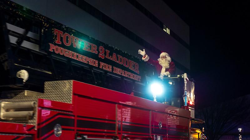 New-York-Dutchess-County-Poughkeepsie-Celebration-of-Lights-Parade-05.jpg