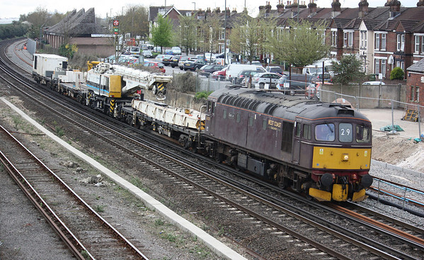 Another Crane Move - 33029 6Z33 1210 Totton Yard - Westbury, 4th April 2014