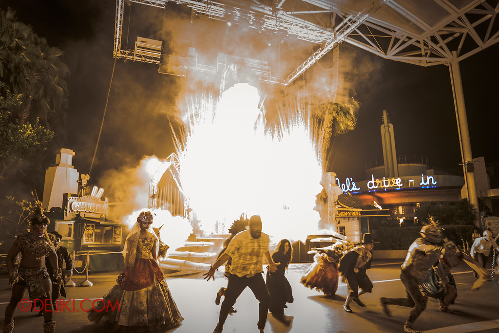 Halloween Horror Nights 6 - Opening Scaremony / Icon Stage explodes