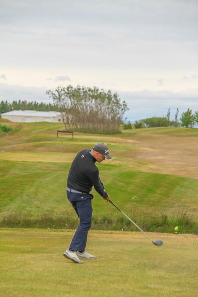 Ólafur Björn Loftsson, GKG, slær á 7. teig á Garðavelli.  Mynd/seth@golf.is