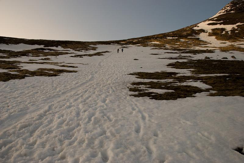 Á niðurleiðinni var hægt að hlaupa eða renna sér í snjónum