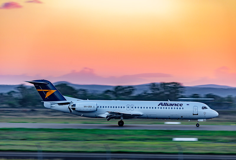 Alliance Airlines Fokker F100 VH-UQA landing at Rockhampton Airport 22-03-2019