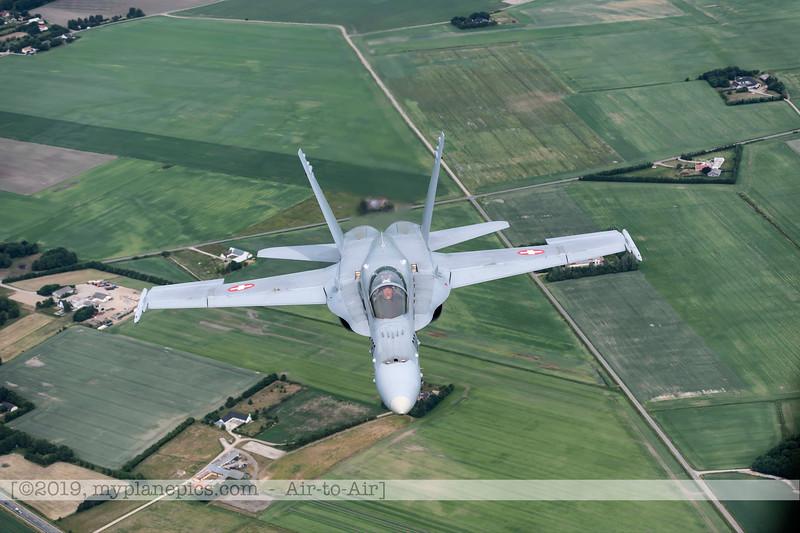 F20180609a112629_2152-F-18A Hornet-J-5020-Suisse-Demo-a2a-Aalborg,Danemark.JPG