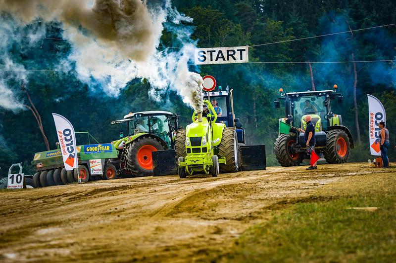 Tractor Pulling 2015-02509.jpg