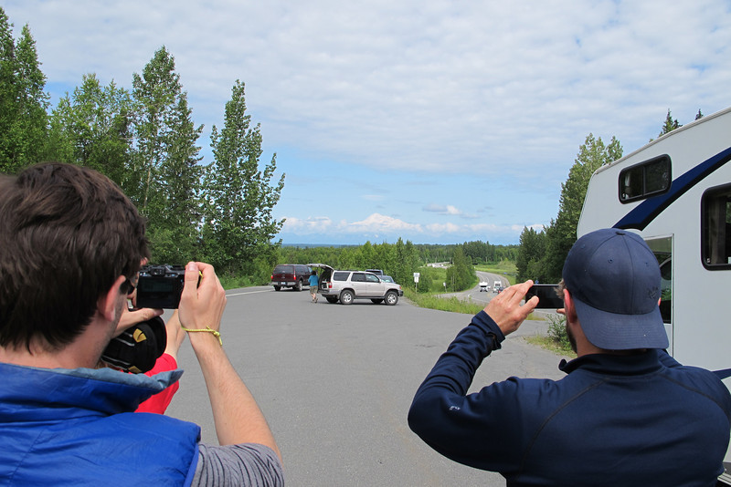 Denali (6.194m = 20,320ft) is so impressive... Mixed with clouds on the horizon!