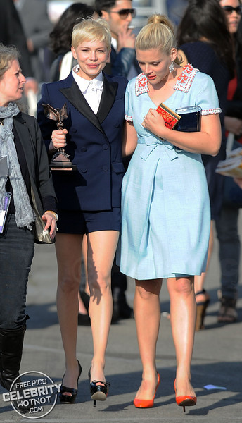 Michelle Williams Shows Off Spirit Award With Busy Philipps