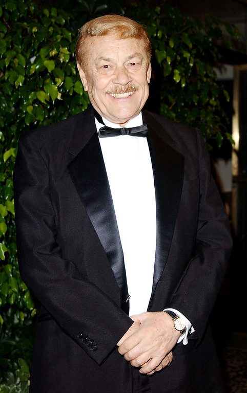 ". BEVERLY HILLS, CA - OCTOBER 27:  Los Angeles Lakers owner Jerry Buss attends the Friars Club Lifetime Achievement Award Gala honoring Earvin ""Magic\"" Johnson at the Friar\'s Club of California on October 27, 2002 in Beverly Hills, California.  (Photo by Robert Mora/Getty Images)"