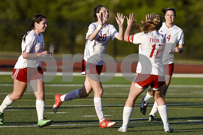 robert-e-lee-sister-act-pushes-girls-soccer-to-playoff-win-over-lufkin