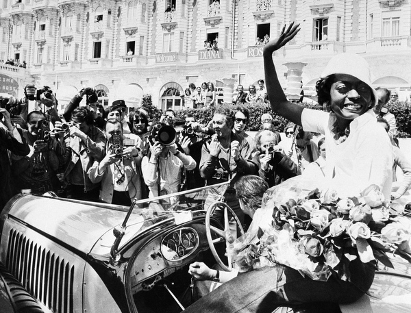 """. A floral panel welcomes American singer Diana Ross arriving in Cannes, France to present \""""Lady sings the Blue\"""" at the International Film Festival, May 25, 1973. (AP Photo/Levy)"""