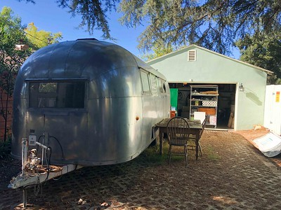 ALANAS COTTAGE WITH AIRSTREAM