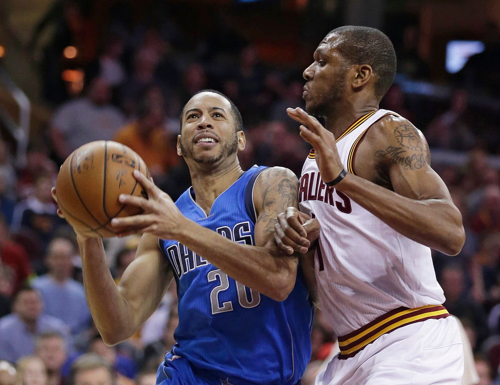 . Dallas Mavericks� Devin Harris, left, drives past Cleveland Cavaliers\' James Jones during the third quarter of an NBA basketball game, Sunday, Jan. 4, 2015, in Cleveland. Dallas defeated Cleveland 109-90. (AP Photo/Tony Dejak)