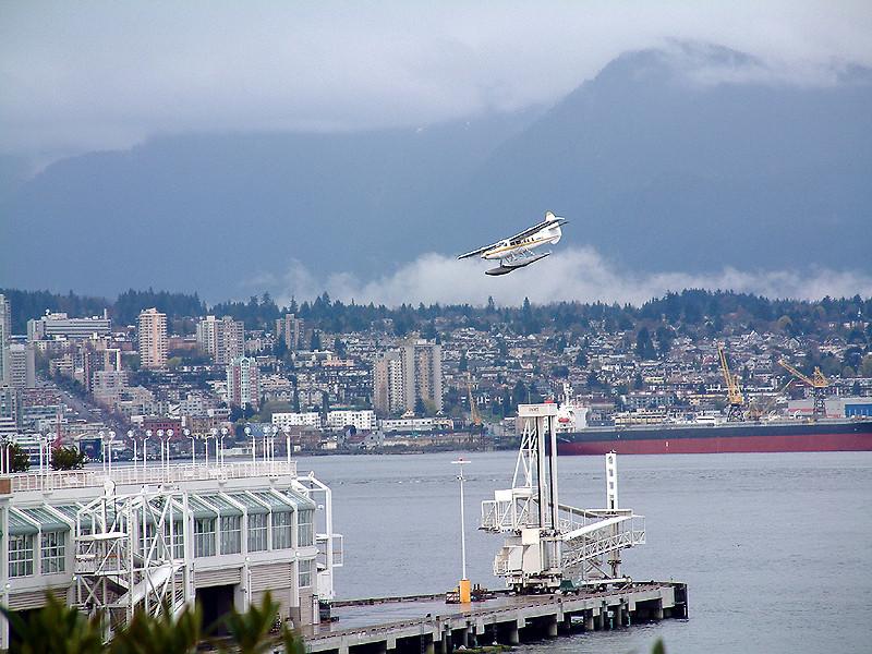 Vancouver - Seaplane landing.jpg