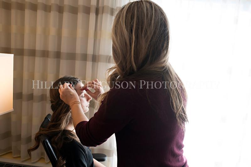 Hillary_Ferguson_Photography_Melinda+Derek_Getting_Ready062.jpg