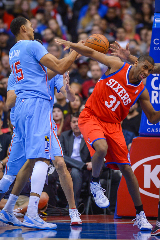 . 76ers� Hollis Thompson looses the ball as Clippers� Ryan Hollins defends on the play at Staples Center Sunday.  The Clippers defeated the 76ers 124-78.  ( Photo by David Crane/Los Angeles Daily News )