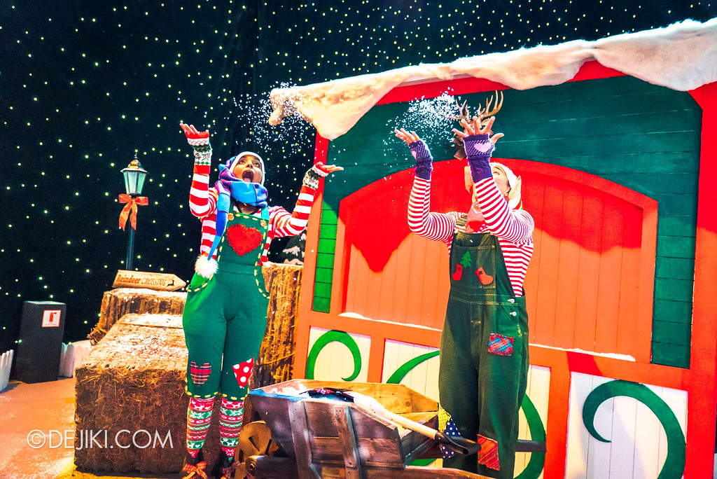 Universal Studios Singapore - A Universal Christmas event 2017 / Santa's Workshop playing with snow outside