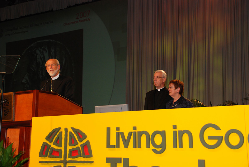 Bishop Hanson addressing the voting members on the Servus Dei medal presentation to the Rev. Lowell G. Almen, ELCA secretary.