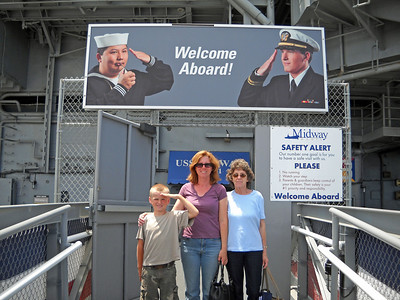 Dori, Laura and Matthew on Midway 2009