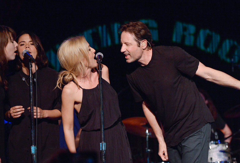 """. David Duchovny is joined by actress Gillian Anderson for a surprise performance of Neil Young\'s \""""Helpless\"""" at The Cutting Room on Tuesday, May 12, 2015, in New York. Duchovny performed songs from his debut album \""""Hell Or Highwater.\"""" (Photo by Evan Agostini/Invision/AP)"""