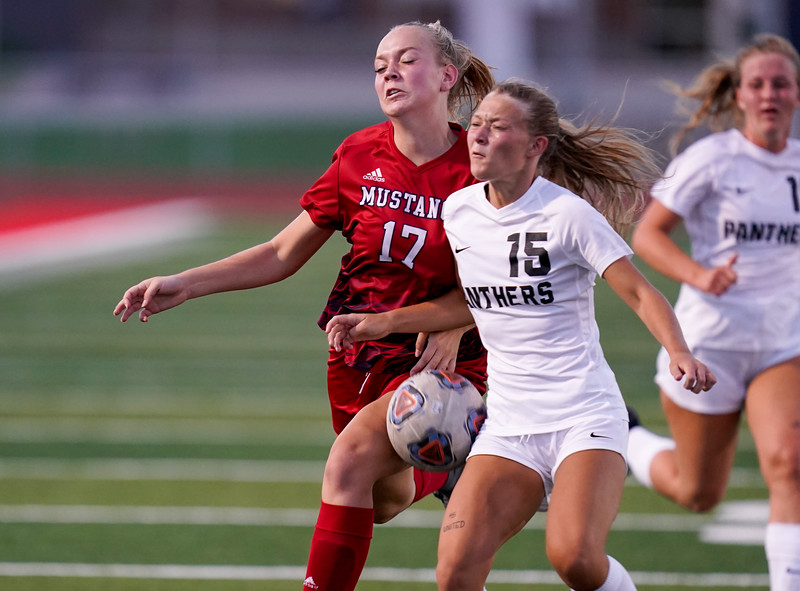 CCHS-vsoccer-pineview2530.jpg