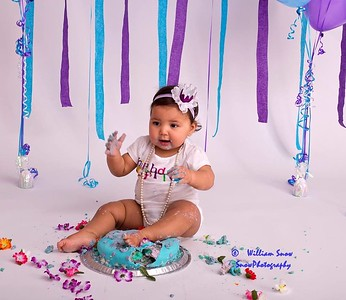 Shyla's 1 st B-day Cake Smash