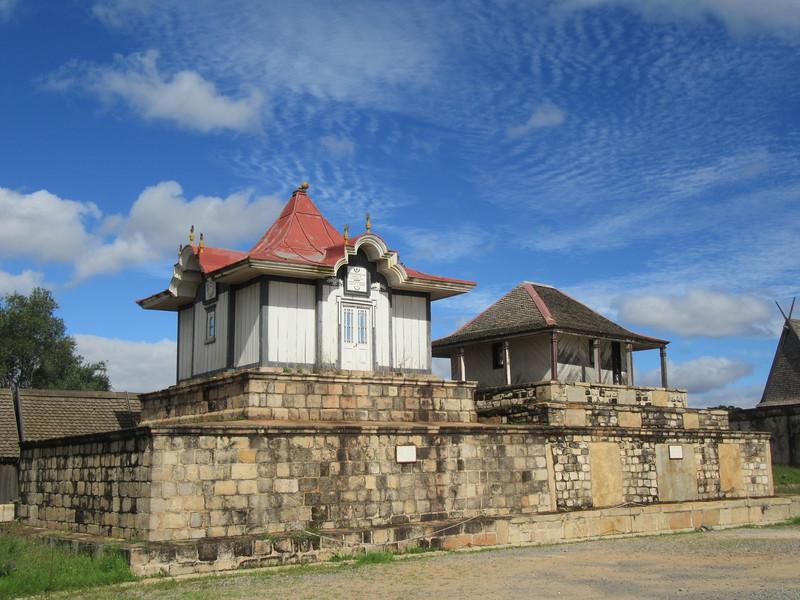 015_Antananarivo. The Rova. La nécropole, les 9 tombeaux.JPG
