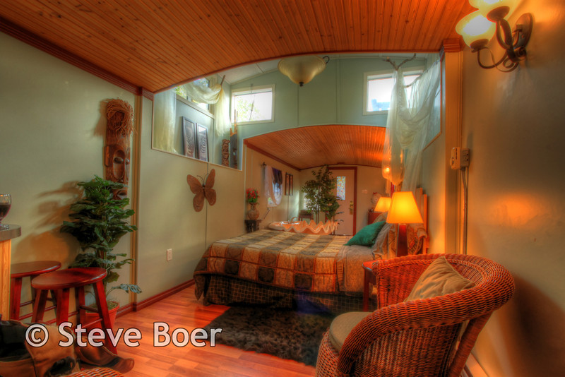 Footloose Caboose Room hdr