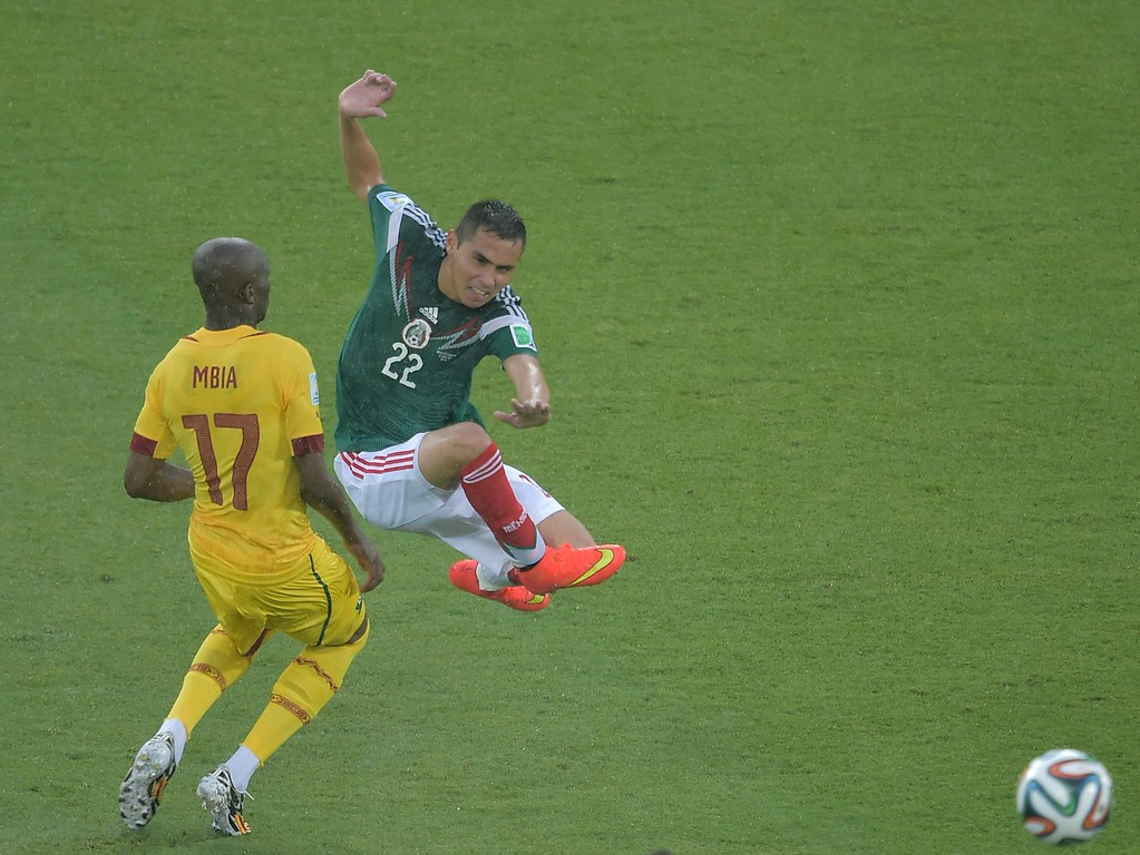 . Mexico\'s defender Paul Aguilar (R) challenges Cameroon\'s midfielder Stephane Mbia during the Group A football match between Mexico and Cameroon at the Dunas Arena in Natal during the 2014 FIFA World Cup on June 13, 2014.  AFP PHOTO / GABRIEL  BOUYS/AFP/Getty Images