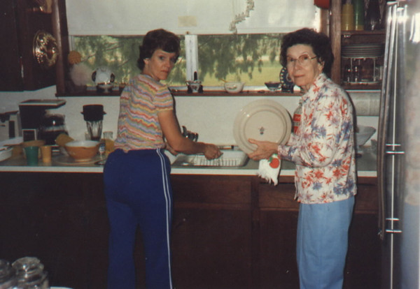 Mom & Linda Apr '85.jpg