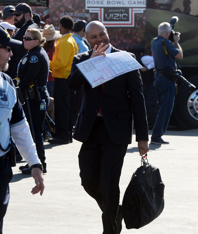 . Stanford head coach David Shaw waves to the crowd as he enters the stadium prior to the 100th Rose bowl game in Pasadena, Calif., on Wednesday, Jan.1, 2014.   (Keith Birmingham Pasadena Star-News)