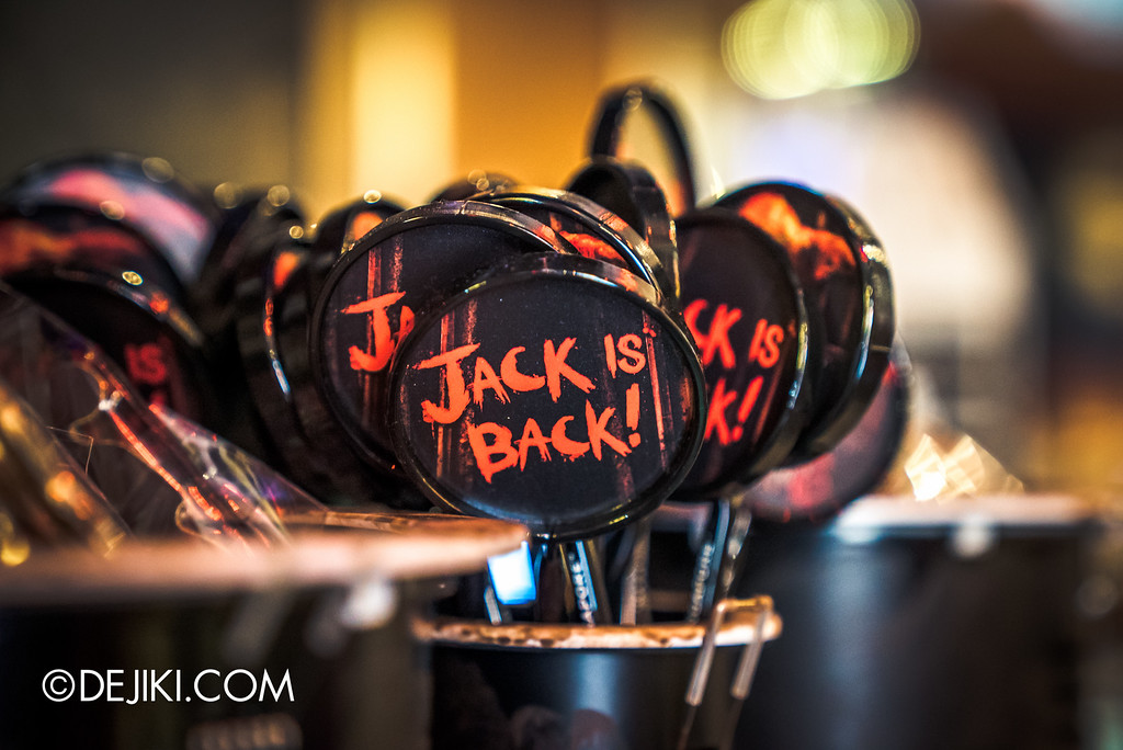 Universal Studios Singapore - Halloween Horror Nights 6 Before Dark Day Photo Report 4 - HHN6 Jack the Clown merchandise corner / Pens