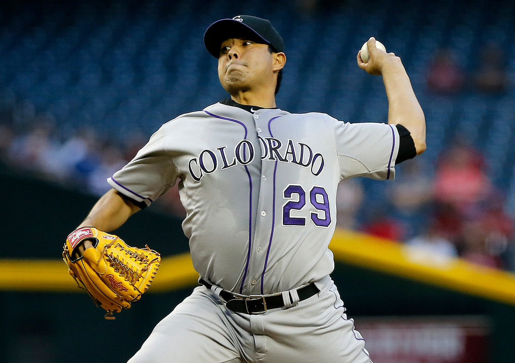 . Colorado Rockies\' Jorge De La Rosa delivers a pitch against the Arizona Diamondbacks during the first the inning of a baseball game, Thursday, April 25, 2013, in Phoenix. (AP Photo/Matt York)