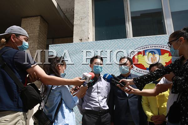 Чингэлтэй дүүрэгт нэр дэвшигчид хууль зөрчсөн асуудлаар мэдээлэл хийлээ