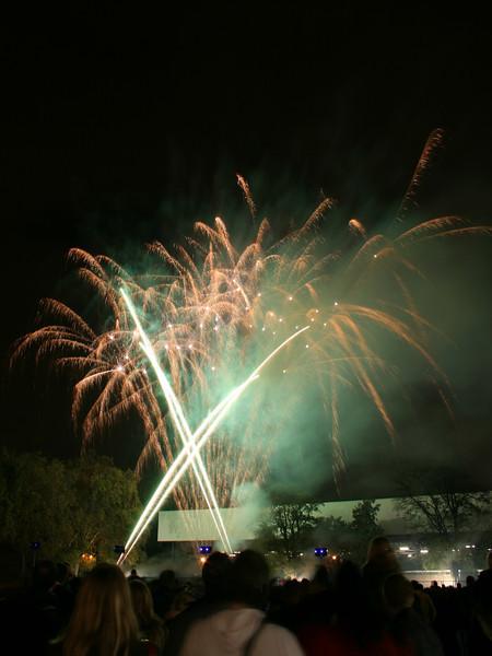2007_1102putneyfireworks063_edited-1.JPG